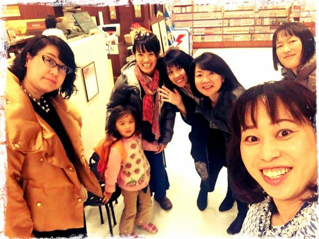 親勉のドン、小室尚子先生と初めてお会いできた日。  北海道、札幌の三省堂書店併設のカフェにて。