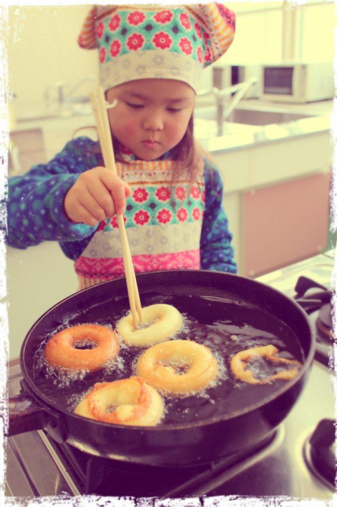 地元の倶知安農高主催親子クッキングで初めての揚げ物、ドーナッツ作り