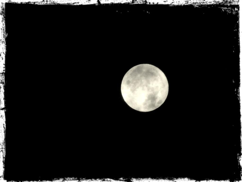 今年最大のスーパームーン、双子座の位置で満月12月