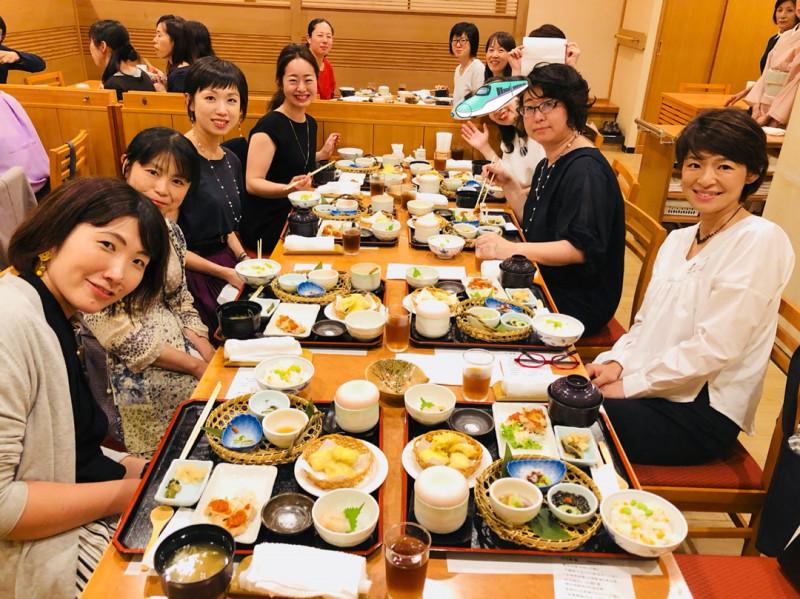 食べトレ、親勉、パンツの教室。お役立ちサロン【食べ親パンツ】北海道札幌、ランチ会。インストラクター松本まきこ 小室尚子先生テーブル