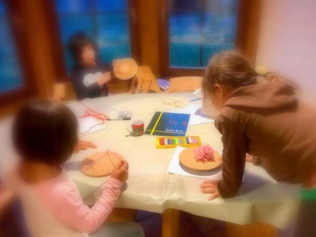 地球まるごと遊び場に 自然と共に生きる親勉インストラクター松本まきこの親勉シェア会算数、シュタイナー教育の糸かけ算数九九をシェアしていただきました!