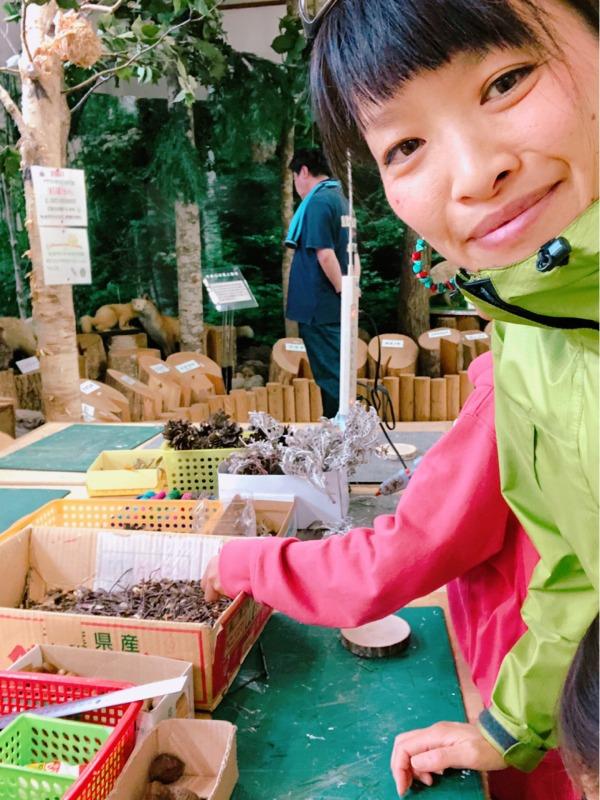 羊蹄山自然公園にある森林学習展示館の木工作作りを満喫。真狩村、北海道。 地球まるごと遊び場に