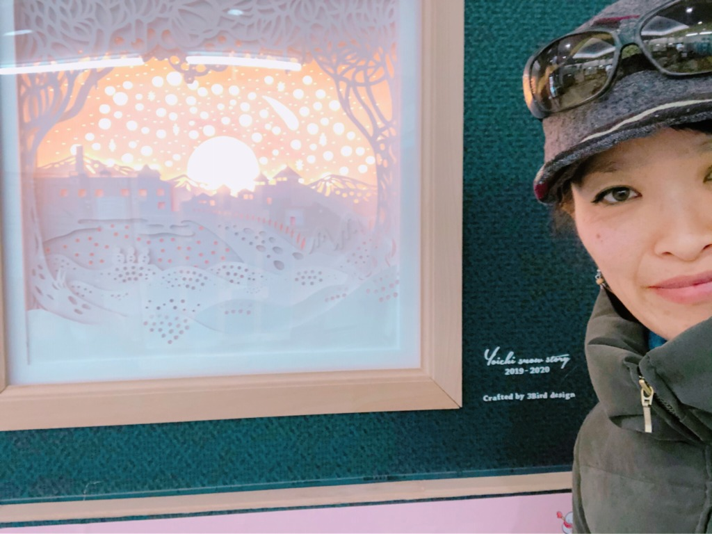 JR余市駅構内で、こんな素敵な切り絵を発見。地球まるごと遊び場に