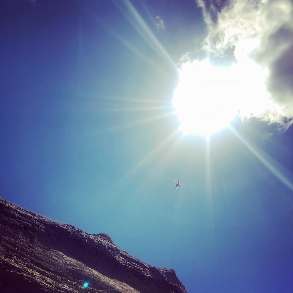 2020年6月21日 夏至の日食・新月。太陽の光が地球へ降り注ぐピーク。ショウドウツバメ マンションにて。