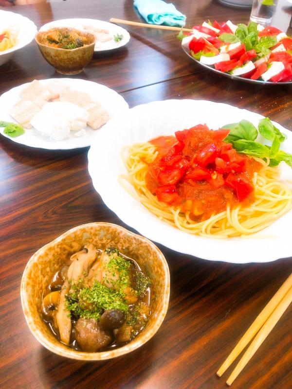 コープさっぽろ倶知安店コープ会クレア ランチ。アヒージョ、オーガニックグルテンフリースパゲッティー、トマトと豆腐のカプレーゼ、玄米クラッカー、ミント水。